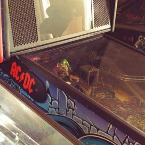 AC/DC pinball hinges